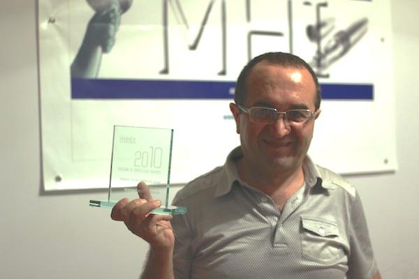 Rashid Hajili with his Index on Censorship Award (Image: Index on Censorship)