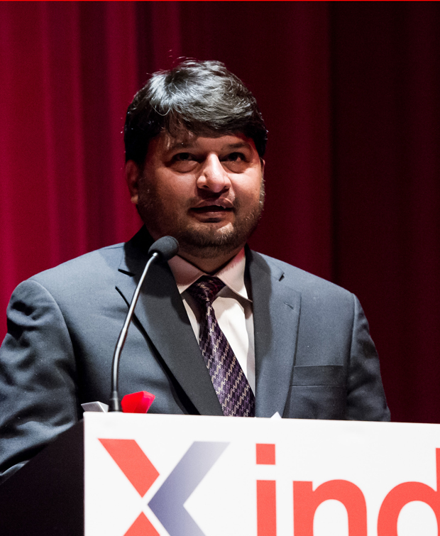 Shahzad Ahmad accepting his award (Photo: Alex Brenner for Index on Censorship)
