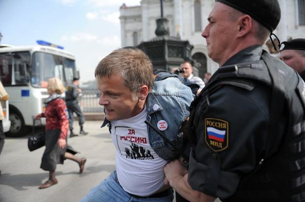 Pussy Riot supporters prevented from praying for Putin's resignation. (Image: Anton Belitskiy / Demotix)