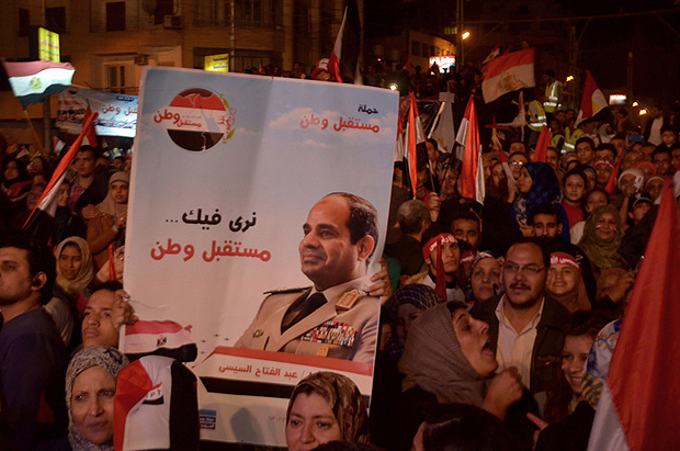 Thousands of Egyptians celebrated the 25th of January 2011 revolution anniversary at Al Etihadia Palace Square. Demonstrators chanted for the army and police and raised flags and banners bearing images of Gen. Abdel Fattah al-Sisi. (Photo: Adham Khorshed / Demotix)