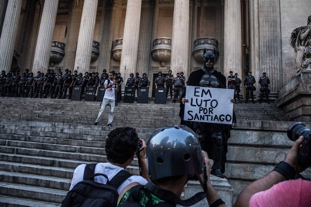 Rio´s Batman honors the recently deceased network cameraman Santiago Andrade, who died after being hit in the head with fireworks released by black bloc activists on the protest of February 6. (Photo: Leonardo Coelho / Demotix)