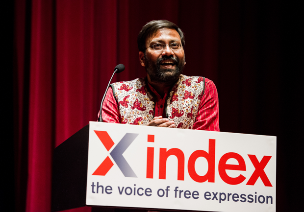 Shubhranshu Choudhary accepting his award (Photo: Alex Brenner for Index on Censorship)