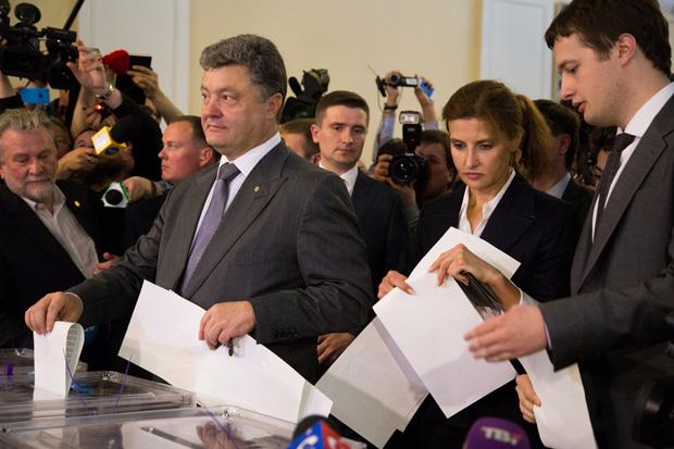Petro Poroshenko at a polling station (Photo: Oleksandr Ratushniak/Demotix)