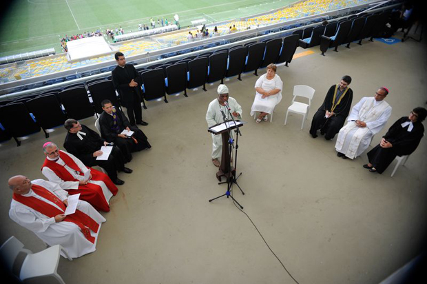 An inter-religious meeting at the Maracanã stadium in Rio de Janeiro to mark the beginning of the Peace Cup campaign (Tomaz Silva/Brazil Agency)