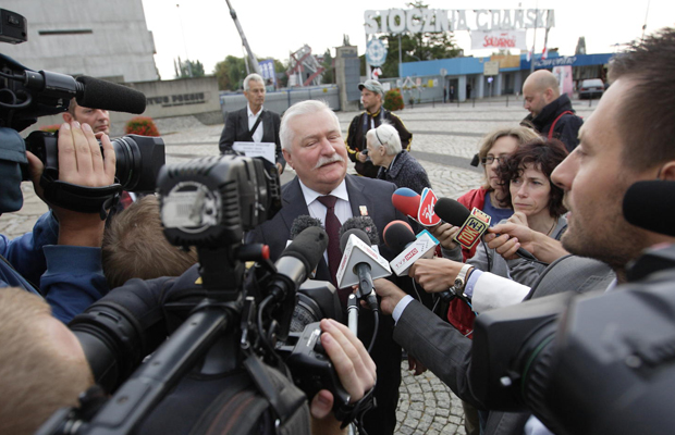 Former President of Poland Lech Walesa talks to the media at the Fallen Shipyard Workers Monument in Gdansk. Credit: Michal Fludra/Alamy