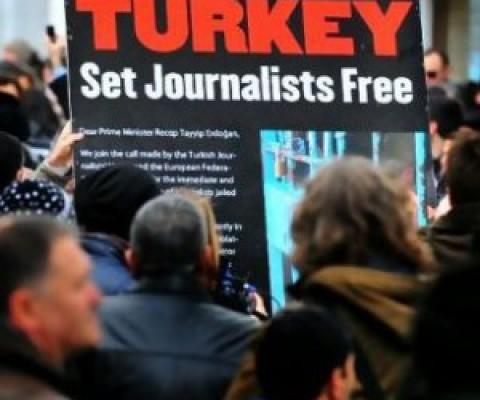 36a8e8f6c9bff43fdc7ce7269bbdcfe0_turkey-protest-480-400-c