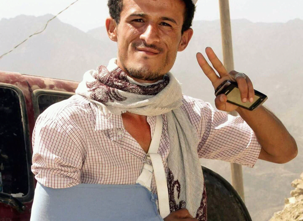 Yemeni journalist Abdulaziz Muhammad al-Sabri wears a sling after he was shot by a sniper in 2015