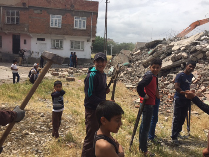 Though the demolitions had been halted because the inhabitants of the area did not want to evacuated their homes and civil society organisations had objected to the destruction of the area's history and community, an emergency decree issued after the failed July 2016 coup restarted the urban regeneration project.