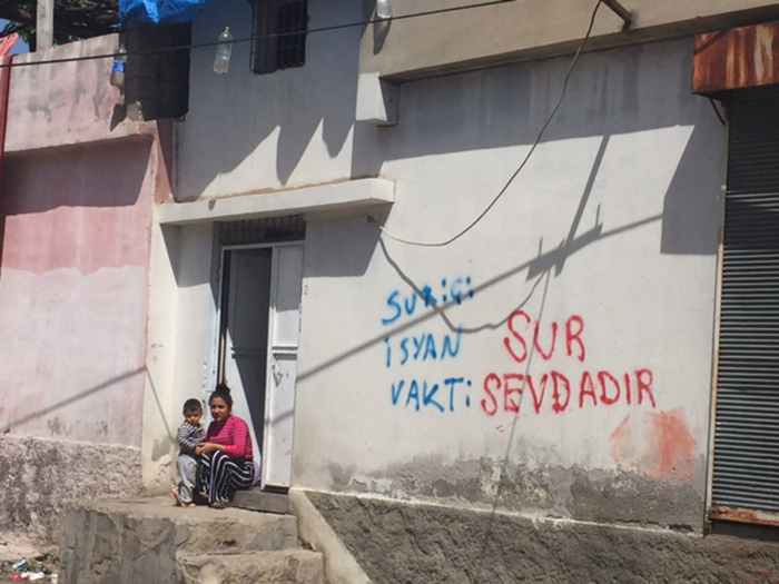 Residents of Lalebey and Alipaşa have used the walls of the neighbourhoods to make it clear they do not want to leave their homes.