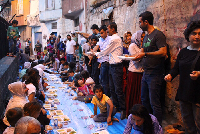 Civil society organisations, supported by artists, journalists and politicians, have banded together with Sur residents to fight the ongoing destruction in the neighbourhoods. The campaign is helping to organise petitions and community gatherings, like this one breaking the fast during Ramadan.