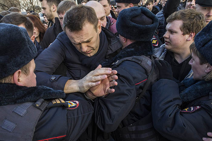 Alexei Navalny arrested in Moscow during protests on 26 March 2017