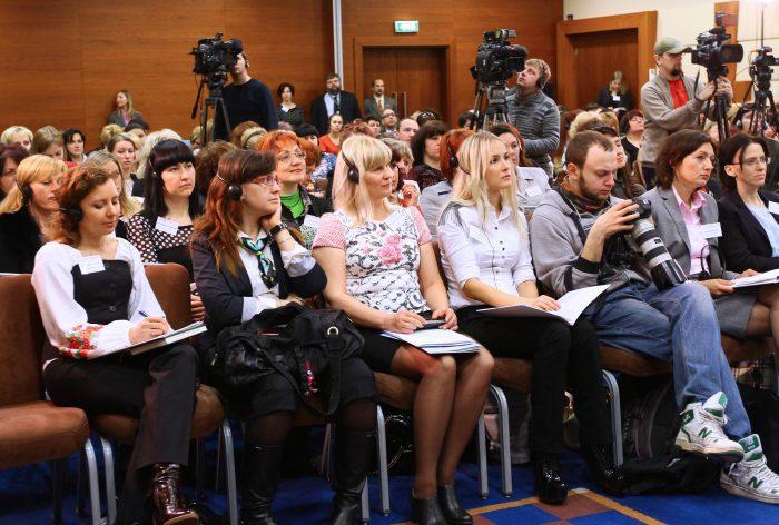 صحفيون أوكرانيون في مؤتمر صحفي عقد بالسفارة الأمريكية