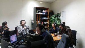 Varios locutores de la emisora SouriaLi, reunidos con invitados en Amán (Jordania)