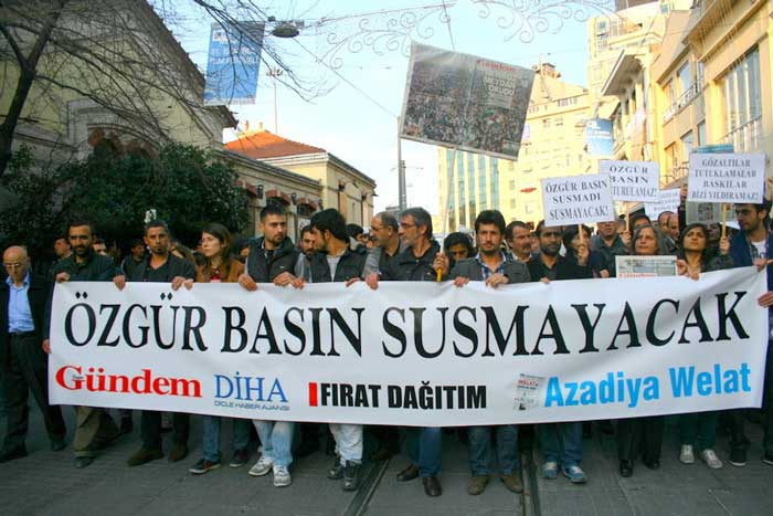 Protesters against the KCK press trial marched in Istanbul in January 2012.
