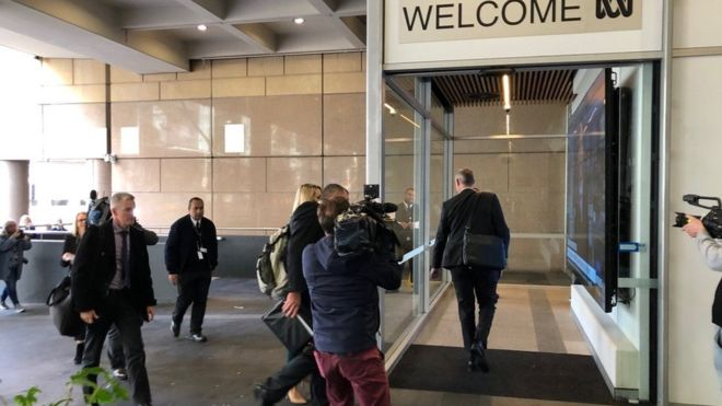 Australian Federal Police arrive to serve a search warrant on the Australian Broadcasting Corportation (Photo: ABC)